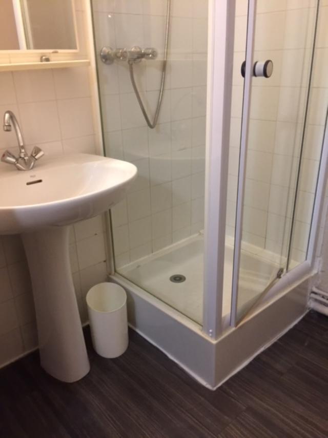 douche-et-lavabo